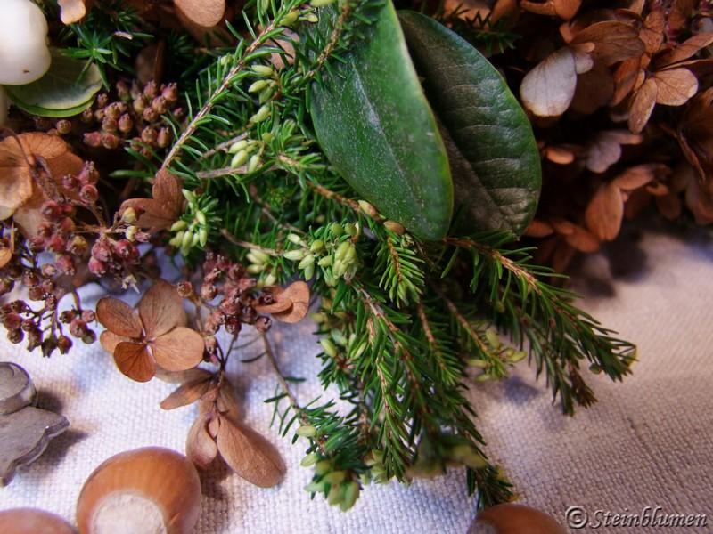 Herbstkranz mit Hortensien und Heidekraut
