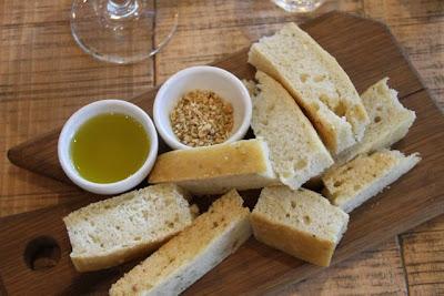 Focaccia, dukkah y salsa de aceite de oliva. Restaurante Grain Store. Blog Esteban Capdevila