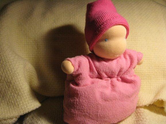 Bambolina cuscinetto.E' una bambolina  di lana e stoffa dolcissima che ispira tenerezza.