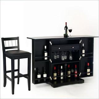 Móvel bar pequeno, em cor preta.
