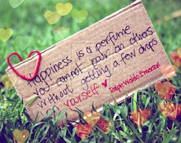 La felicidad es un perfume que no se puede verter en los demas sin que te caigan unas cuantas gotas