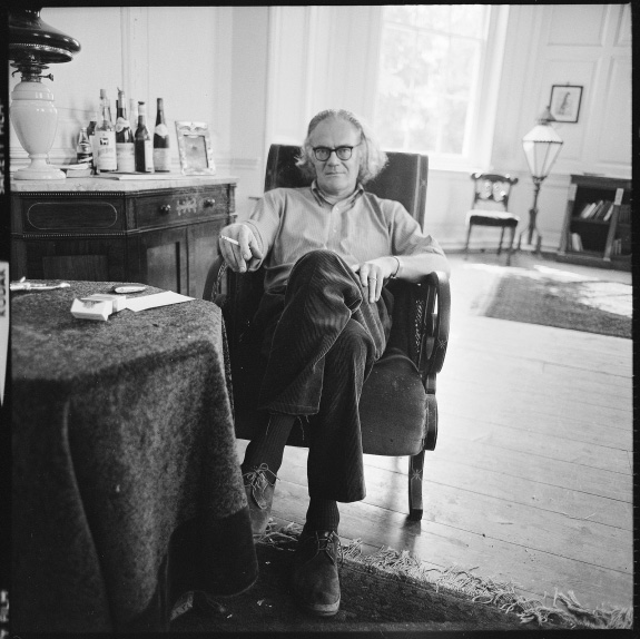 a biography of robert lowell the american poet Robert traill spence lowell iv (/ ˈ l oʊ əl / march 1, 1917 – september 12, 1977) was an american poet he was born into a boston brahmin family that could.