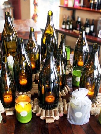 10 ideas para reciclar botellas de vino - Botellas con velas ...
