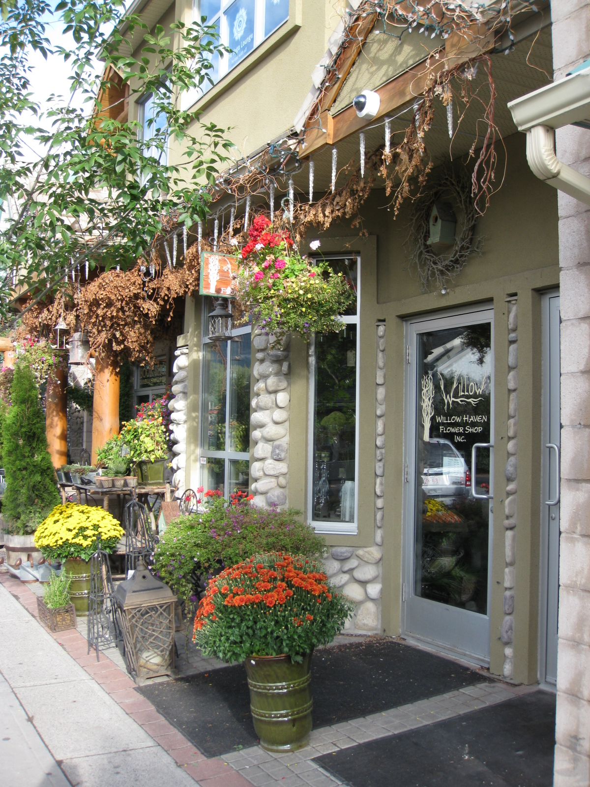 shops in canmore