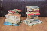 Bücher für den selbstgemachten Tisch aus Büchern