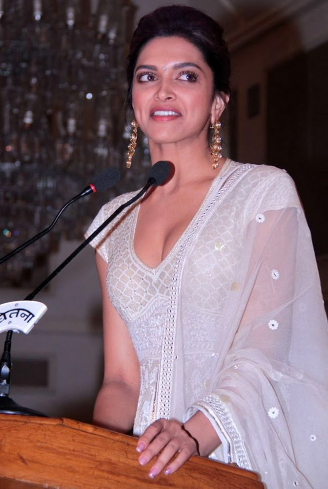 Deepika Padukone Latest Unseen HD Images In White Dress Showing Her Hot Cleavage3