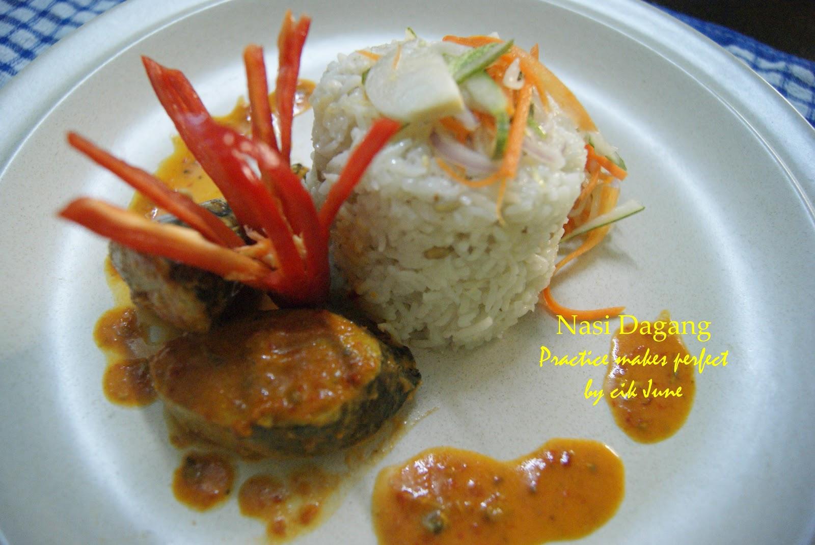 pertama kali diperkenalkan dengan nasi dagang menggantikan nasi lemak