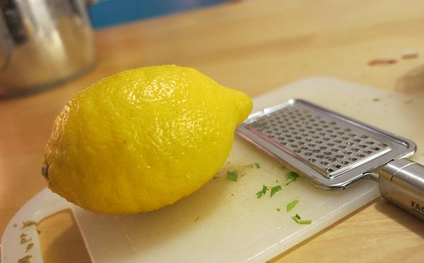 sitruunalla maustettu perunasalaatti