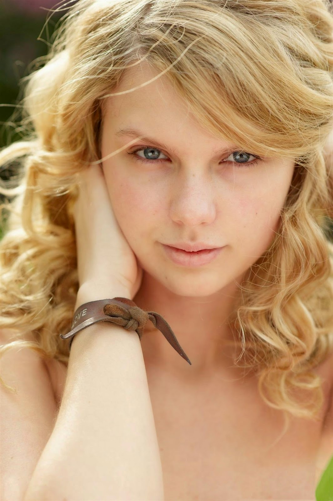 taylor swift No-Makeup Style makeup