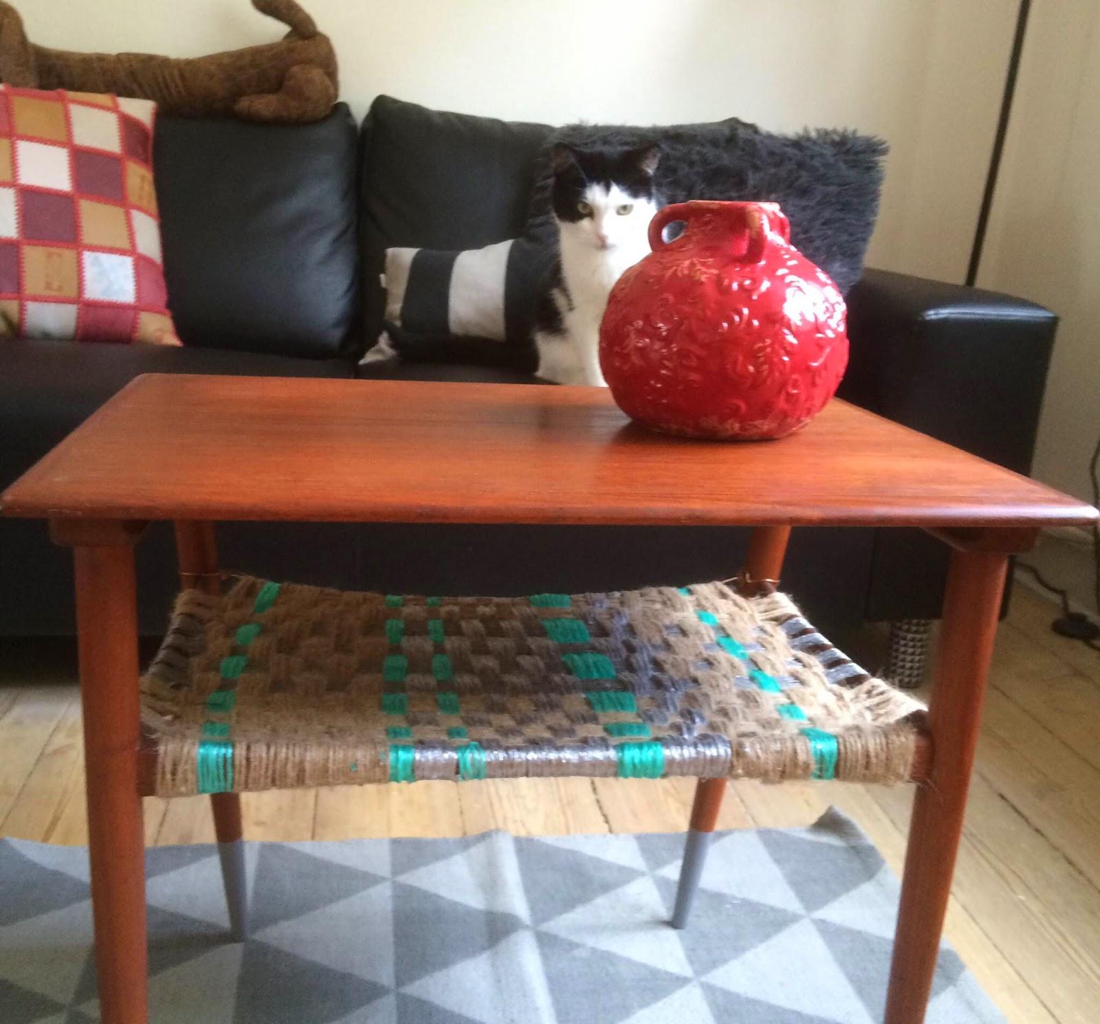 Genbrugs sofabord med flettet hylde