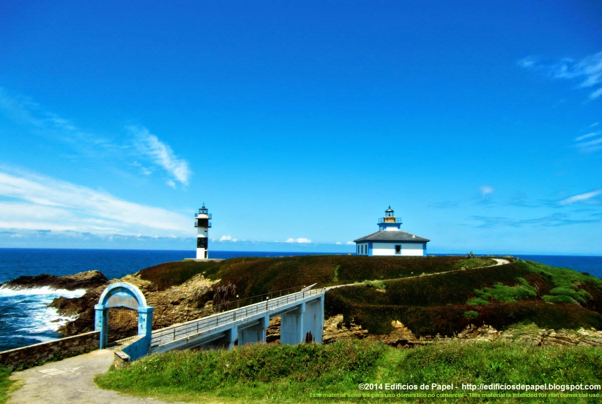 The 2 lighthouses in Illa Pancha welcome the visitor to the Ribadeo estuary