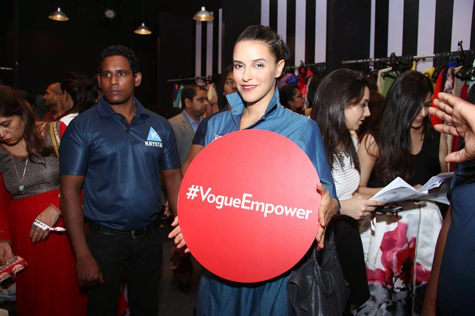 Deepika Padukone, Arjun Kapoor, Sonam Kapoor, & Neha Dhupia at 'Vogue Night Out'