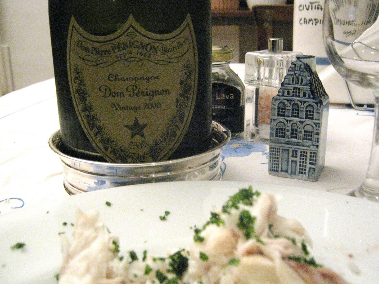 tavola  imbandita con champagne