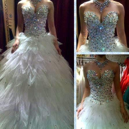 уникална булчинска рокля