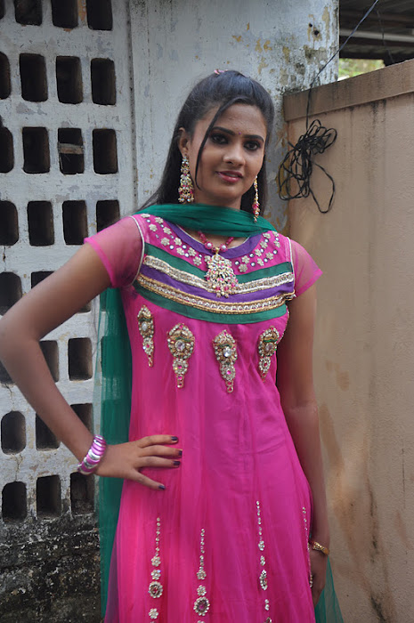 sri shalini @ poovampatti audio launch event latest photos