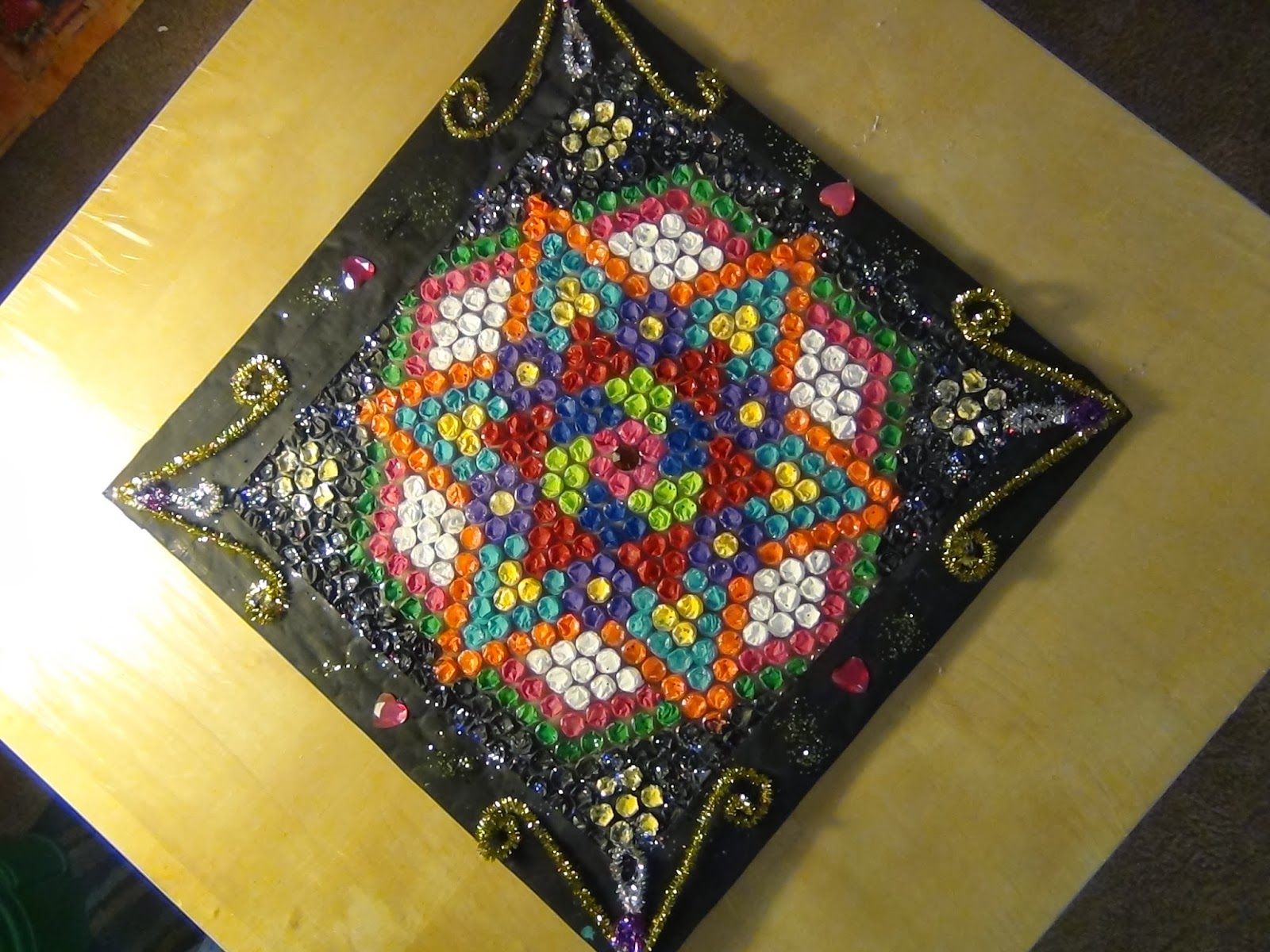 Creative diy crafts bubble cover rangoli cardboard wall for Make a waste material things
