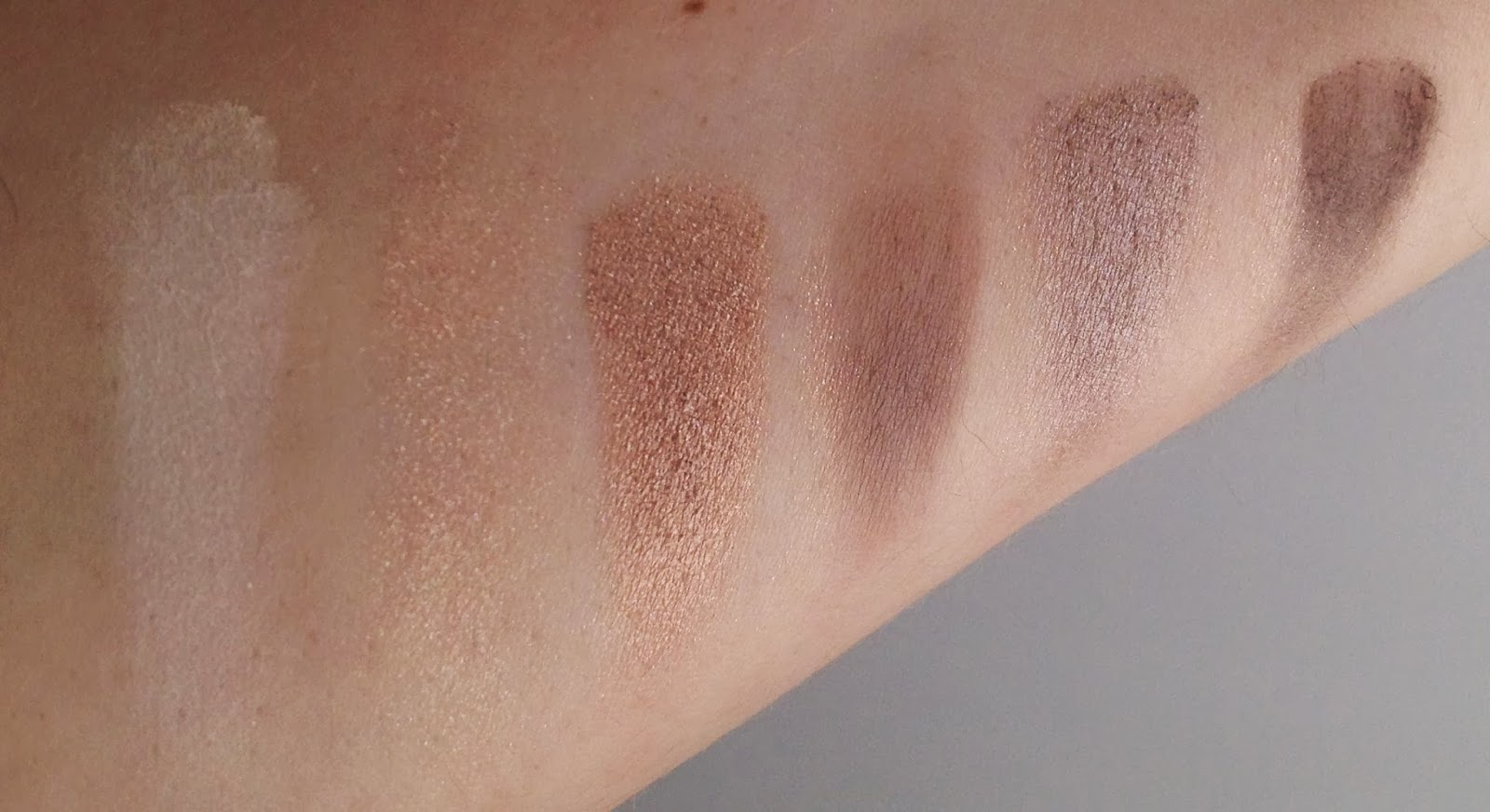 Sephora It Palette - Nude eyeshadow collection swatches: Bottom row of palette