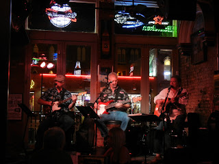 Live music on Broadway street in Nashville, TN