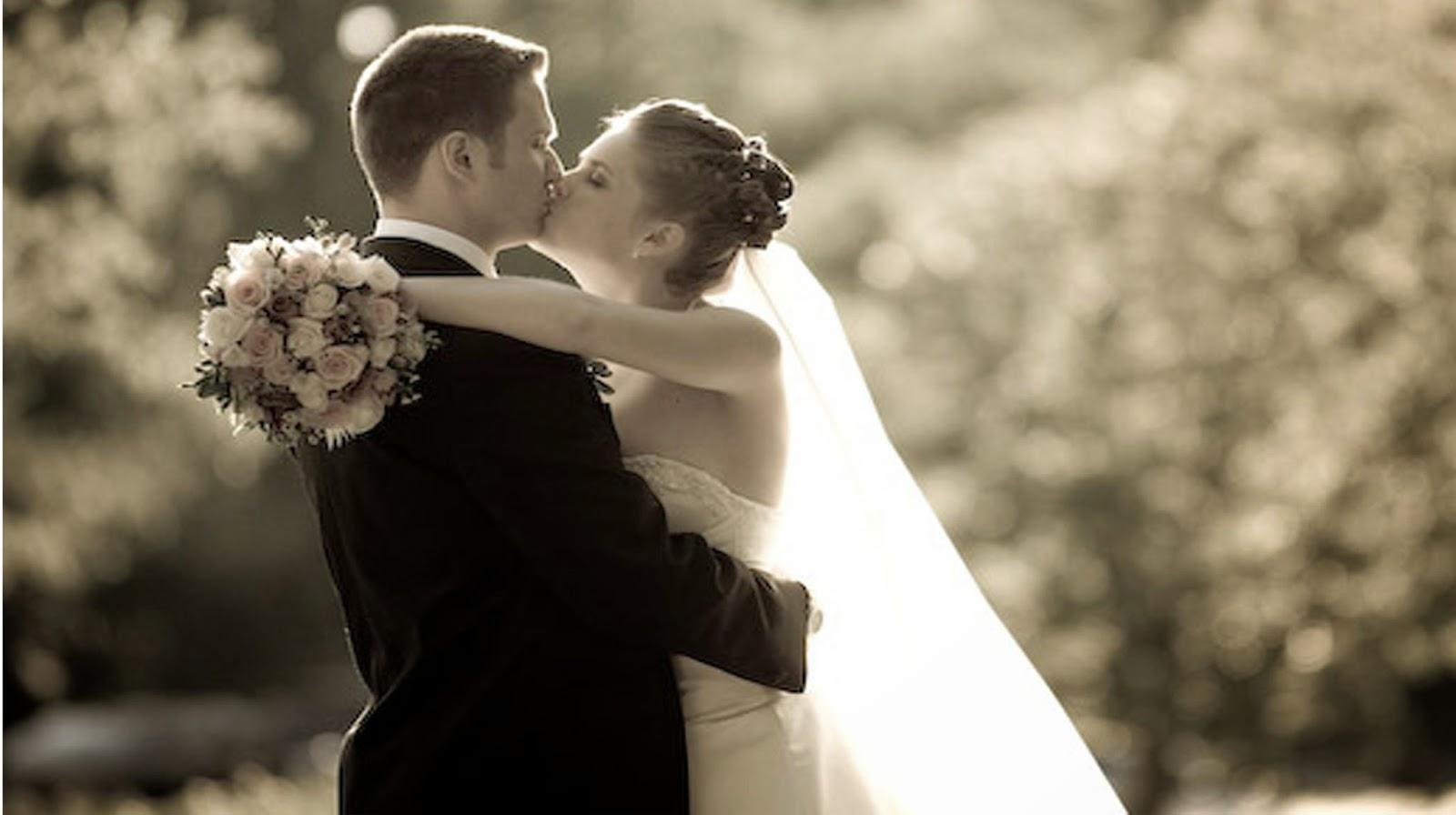 Its romantic wedding kiss - Romantic wedding wallpaper