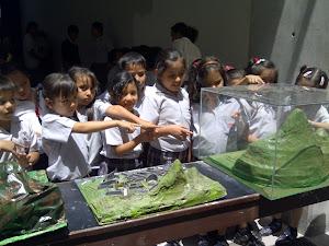 Los niños de Primaria visitaron la Exposición de Maquetas de Historia de la Ingeniería