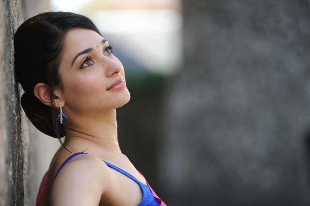 Naked Passion Girl: Cute Tamanna HD Photos in Saree