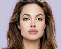 Exame utilizado por Angelina custa R$ 6 mil e ainda não é oferecido pela rede pública de saúde brasileira