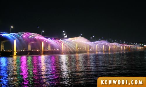 seoul banpo bridge rainbow fountain