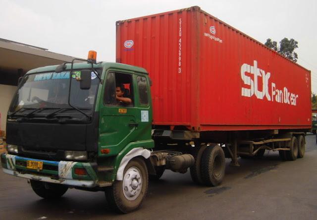 Foto Gambar Transportasi Truk Peti Kemas 8