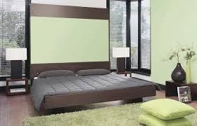 dormitorio en verde y marrón