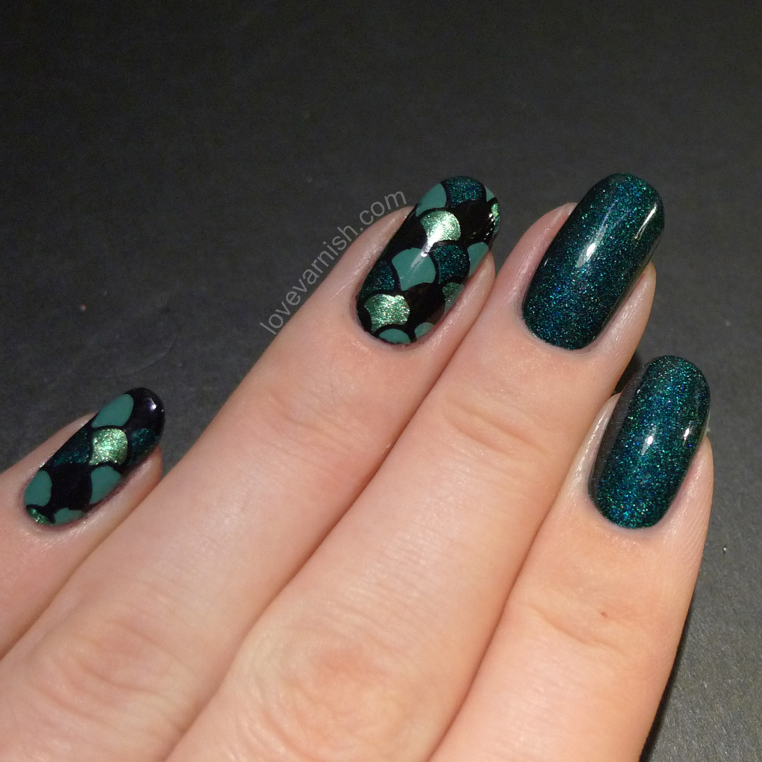 Fish scale nails nail art