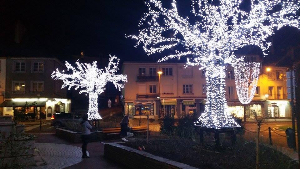 Habile direction la ville saint l s 39 illumine pour no l - Espace emeraude valognes ...
