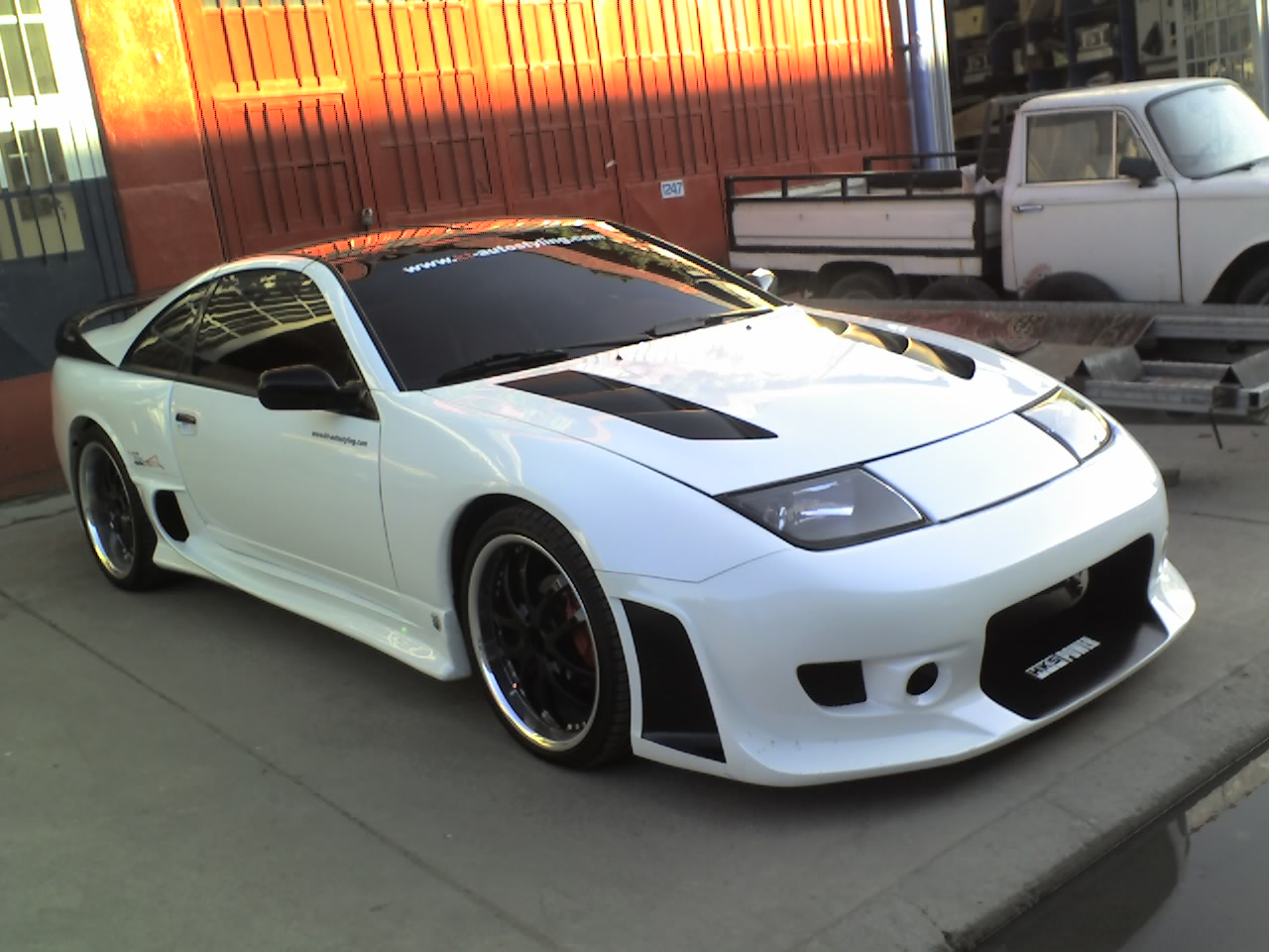 http://3.bp.blogspot.com/-Tiz-gO2HD8E/TtMAXQ7aX_I/AAAAAAAABso/Uk_R6LxlYEs/s1600/nissin+car+wallpaper.jpg