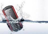 Tips Memperbaiki Ponsel yang Tercebur ke Air