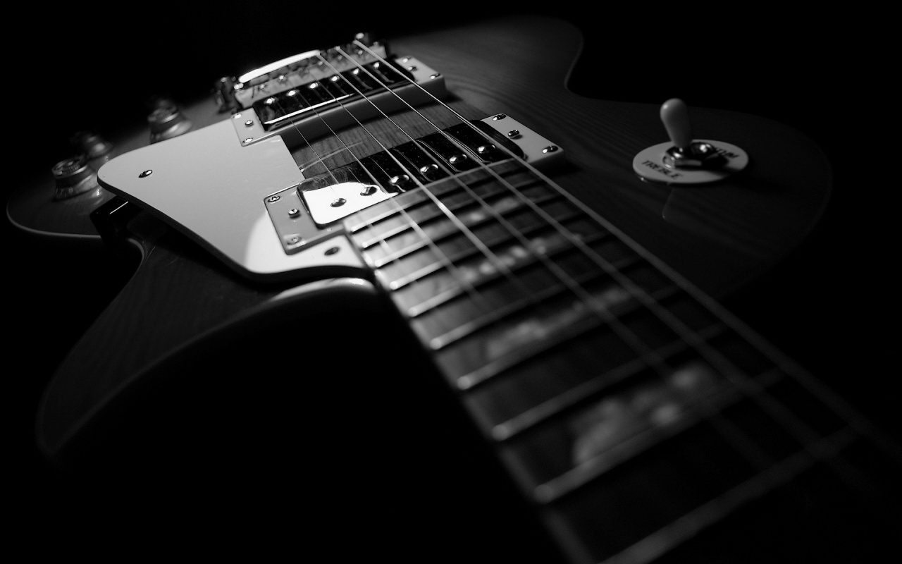 http://3.bp.blogspot.com/-TjKhxARxcP4/TdEkkDYJO0I/AAAAAAAAAfs/U2lyL2C7zYM/s1600/Guitar%2BIn%2BThe%2BDark.jpg