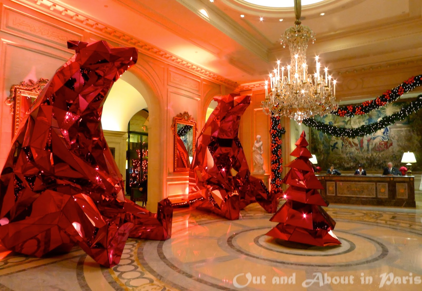 Red polar chic christmas by four seasons hotel george v for 4 seasons decoration