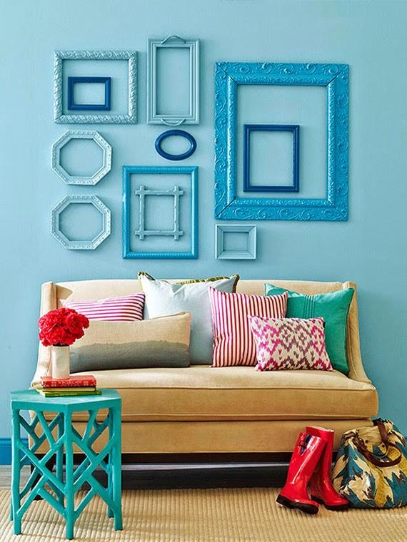 come decorare le pareti con una composizione di cornici