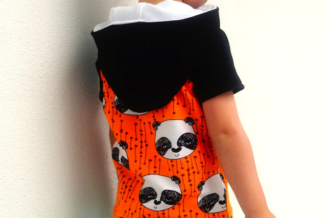 Hooded Safari Raglan (pattern Titchy Threads) sewn by huisje boompje boefjes