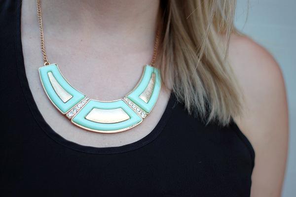 alexa pope, alexa pope necklace, mint statement necklace
