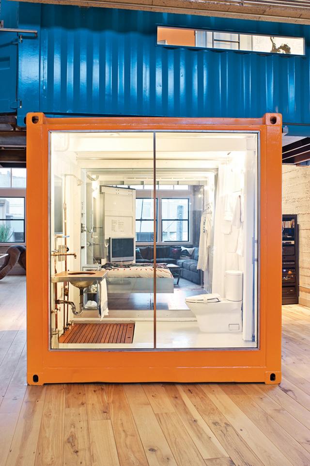 Home office e quarto de hóspedes feito com contêiners reciclados