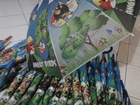 ... Souvenir payung tersebut akan diberi kartu ucapan selamat ulang tahun