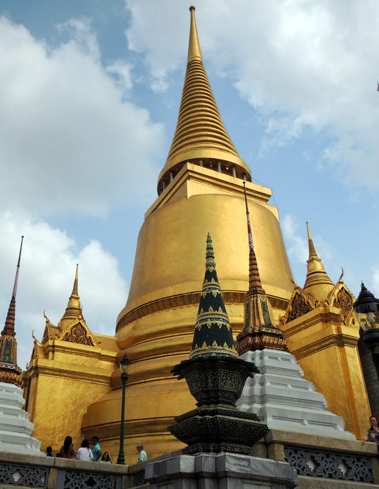 Dinas Travels: Grand Palace and Queen Sirikits Textile ...