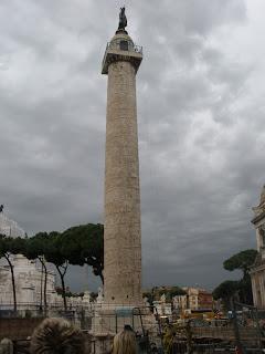 Columna de Trajano, 30 metros de altura yconstruido con mármol de Carrara.