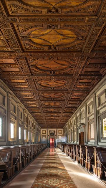 Biblioteca Medicea Laurenciana :: Panorámica 9 x Canon EOS5D MkIII | ISO400 | Canon 28mm | f/2.2 | 1/20s