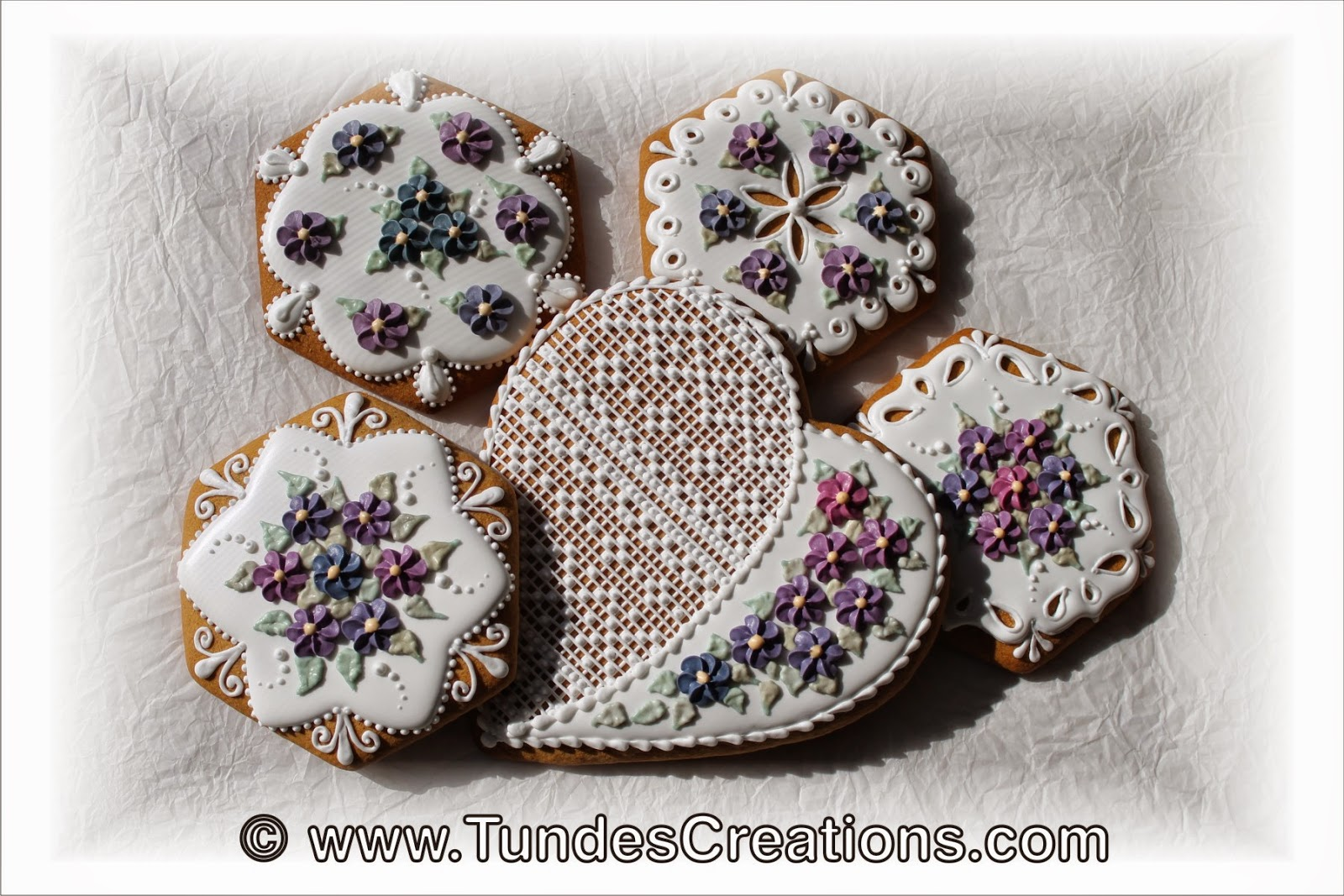 Gingerbread Cookies with natural food coloring