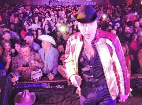 Asesinan al cantante Tito Torbellino en México