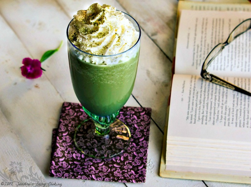 Simple and Delicious Green Tea / Matcha Frappuccino made at home. Perfect for hot summer days.