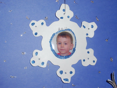 A closer view of the snowflake photo ornaments...