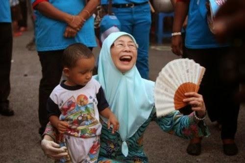 wan-azizah-bazar-ramadan