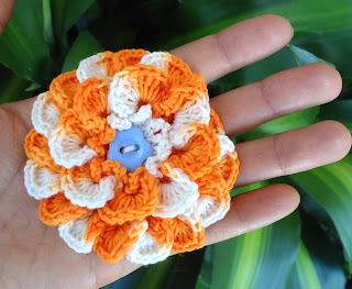crochet_flower_brooch_4.4.jpg