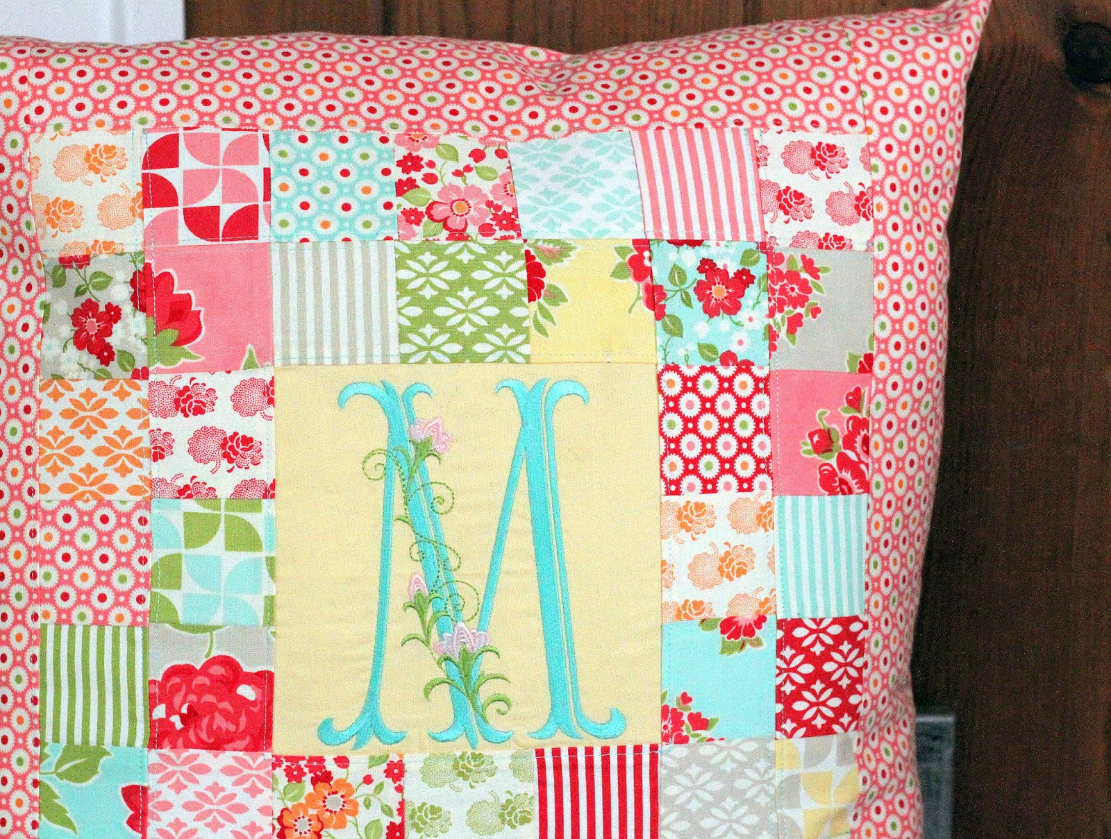 Patchwork pillow pattern and tutorial the cottage mama jeuxipadfo Image collections
